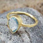 BLUE TOPAZ GOTA DE ORO GOLD RING
