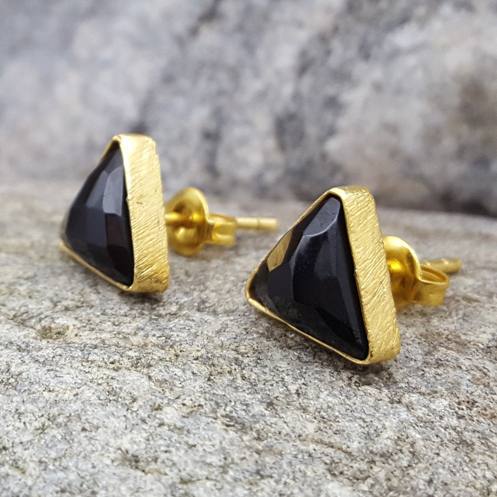 ARROW BLACK ONYX GOLD STUD EARRINGS