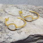 MOONSTONE GOTA DE ORO HOOP EARRINGS