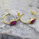 RUBY GOTA DE ORO HOOP EARRINGS
