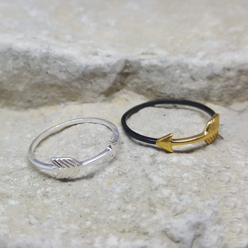 MINI ARROW BLACK AND GOLD RING