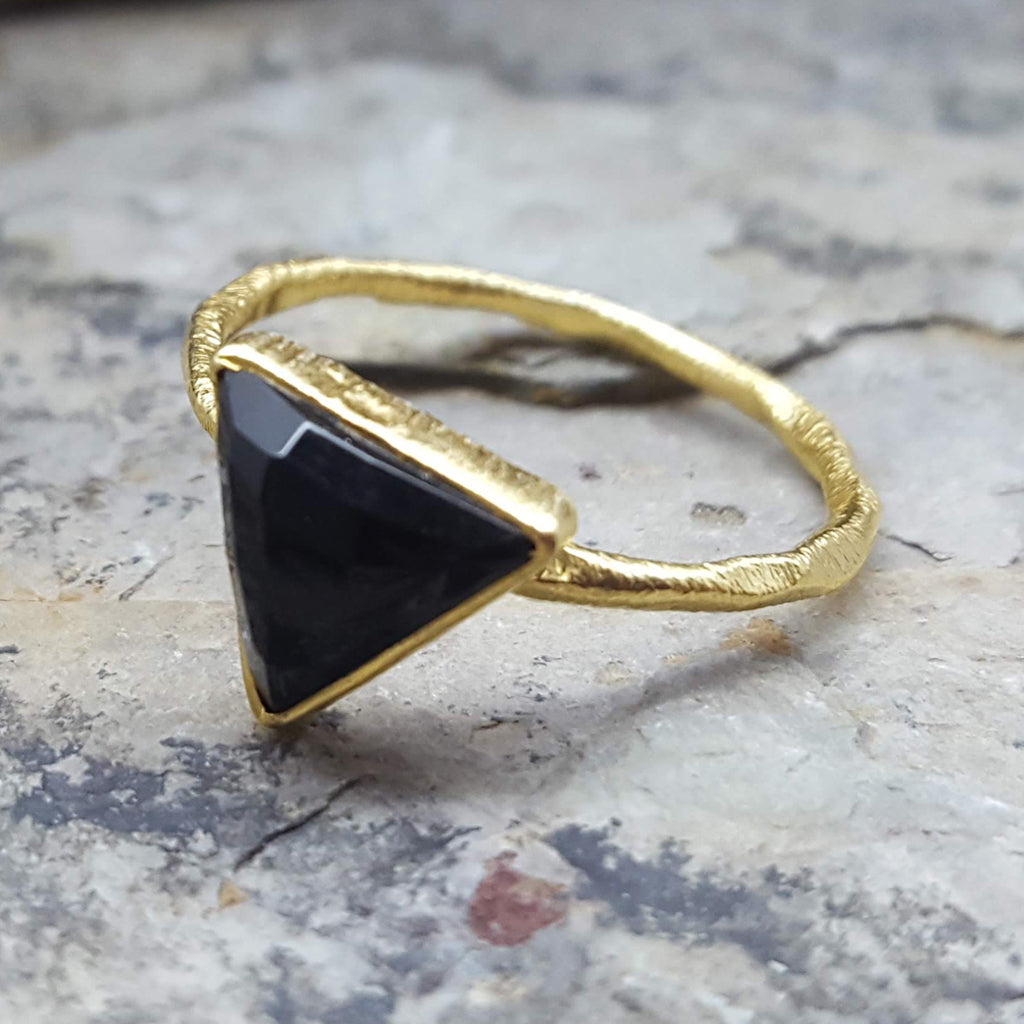 ARROW BLACK ONYX GOLD RING