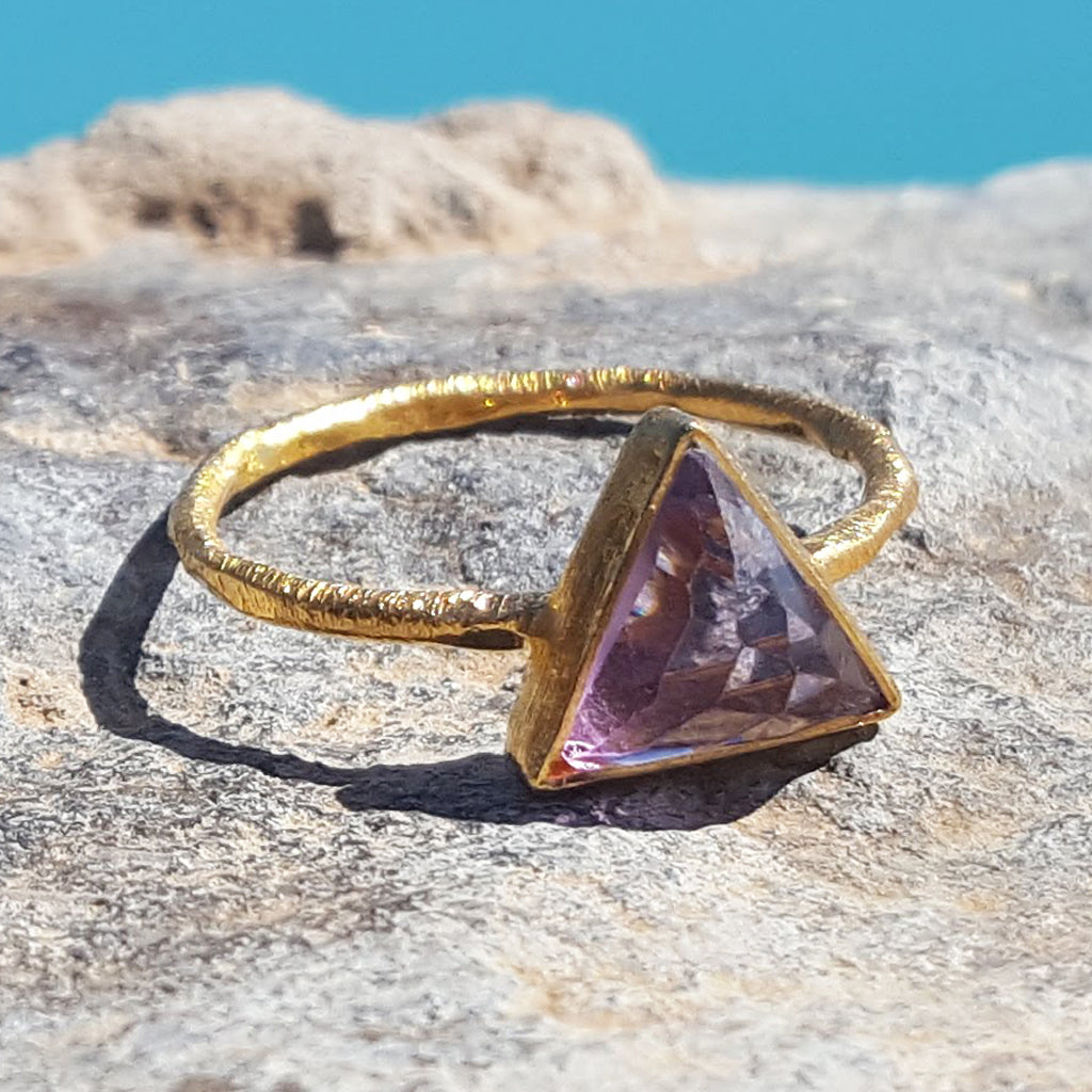ARROW AMETHYST GOLD RING