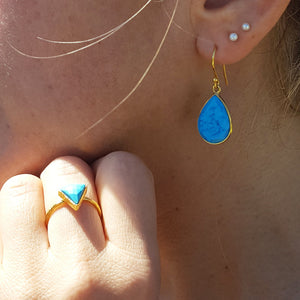 TURQUOISE GOTA DE ORO GOLD HOOK EARRINGS