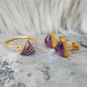 JEWELLERY SET. ARROW AMETHYST GOLD RING PLUS STUD EARRINGS