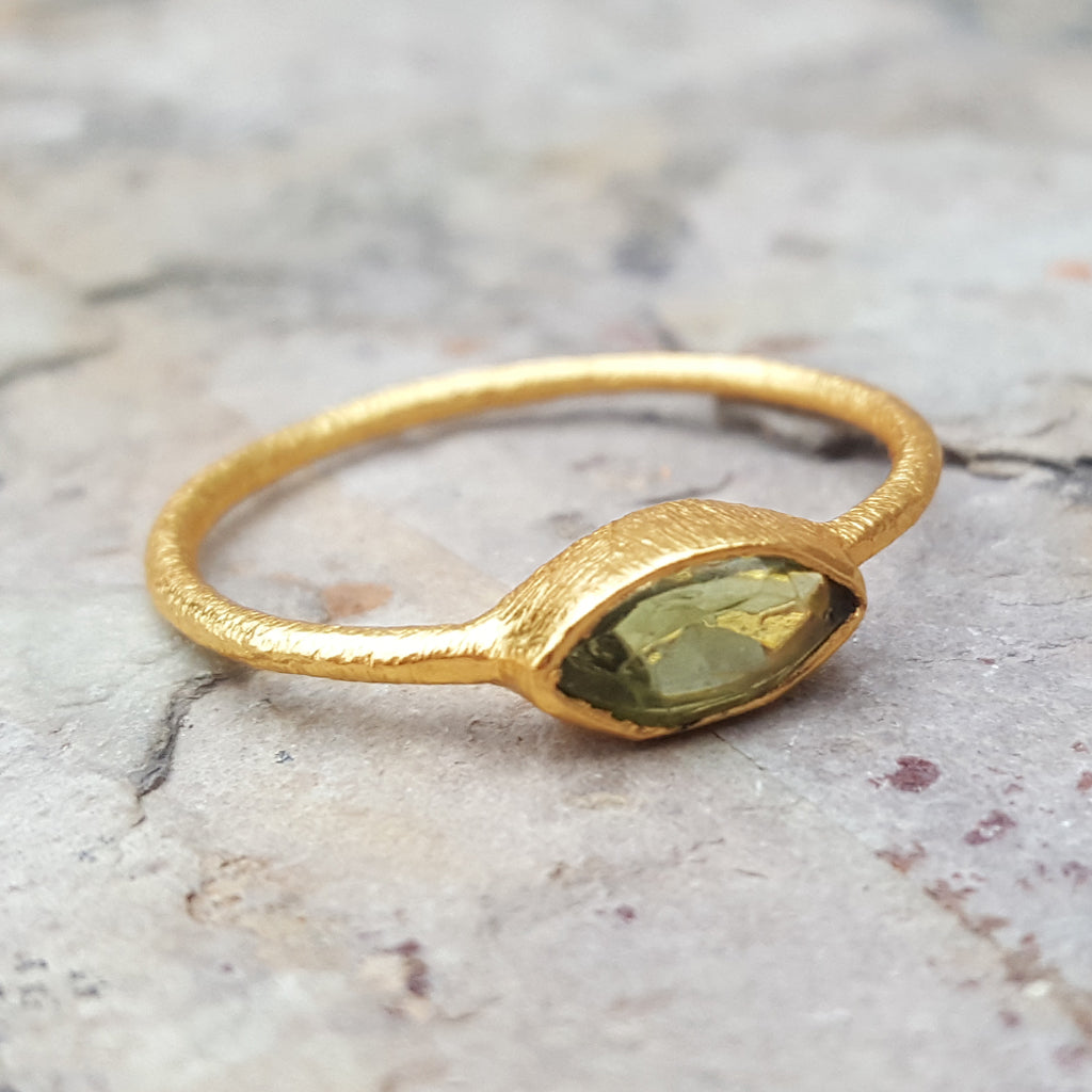 LILLY PERIDOT GOLD RING