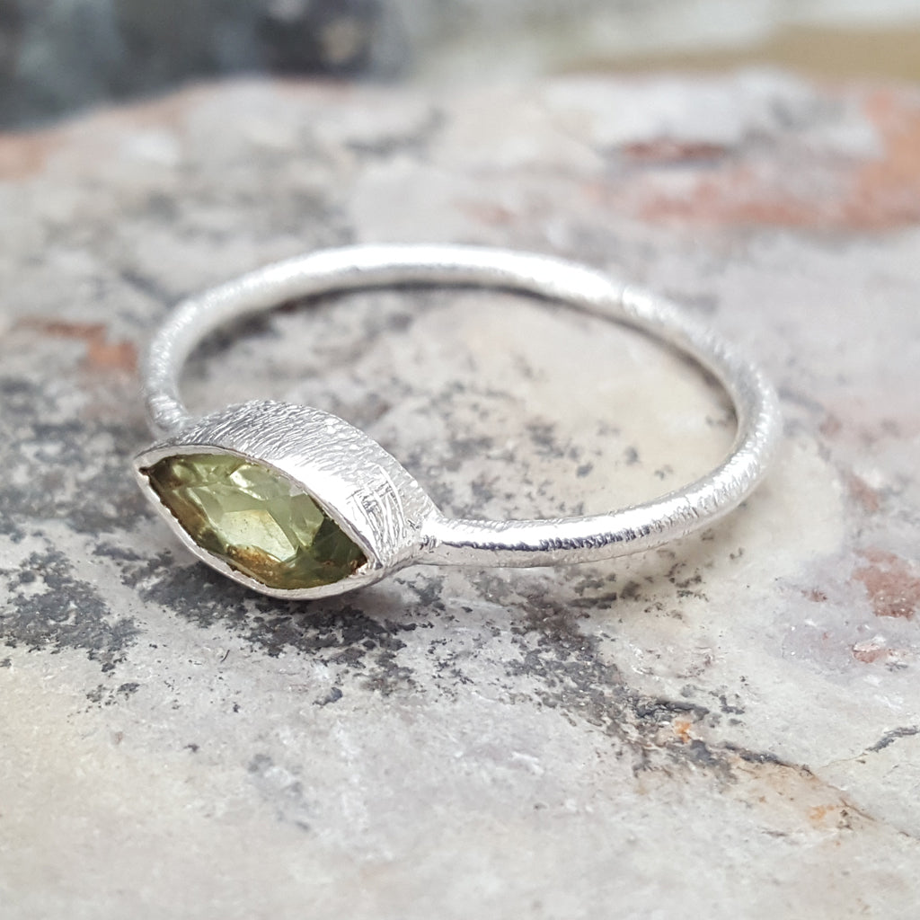 LILLY PERIDOT SILVER RING