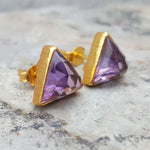 ARROW AMETHYST GOLD STUD EARRINGS