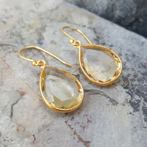 GOTA DE ORO CITRINE GOLD HOOK EARRINGS