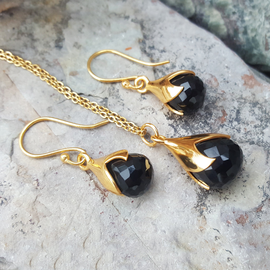 JEWELLERY SET. TULY BLACK ONYX GOLD NECKLACE PLUS EARRINGS