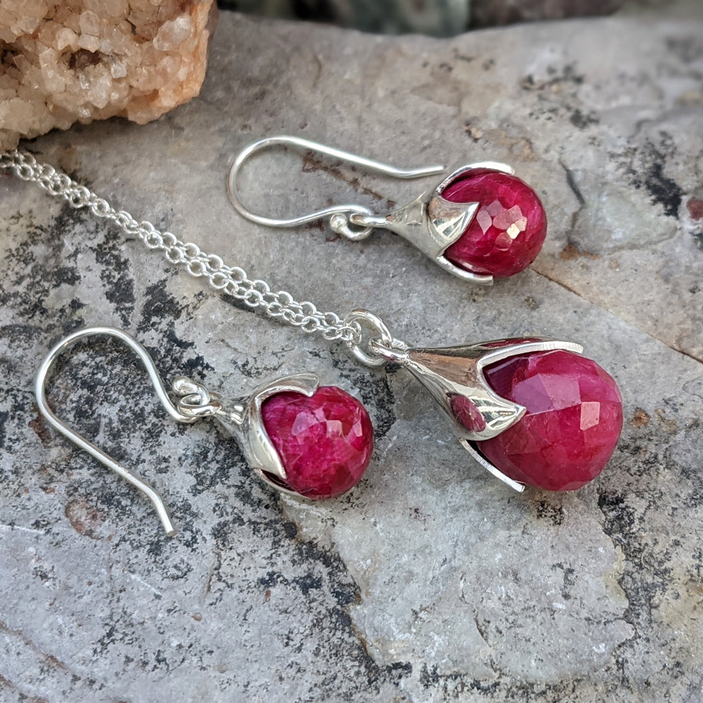 JEWELLERY SET. TULY RUBY SILVER NECKLACE PLUS EARRINGS