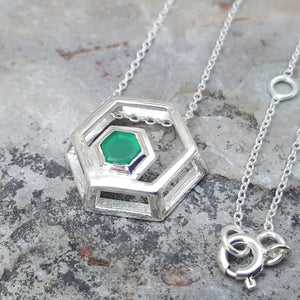 ROCK HEXAGON SILVER GREEN ONYX CHAIN NECKLACE