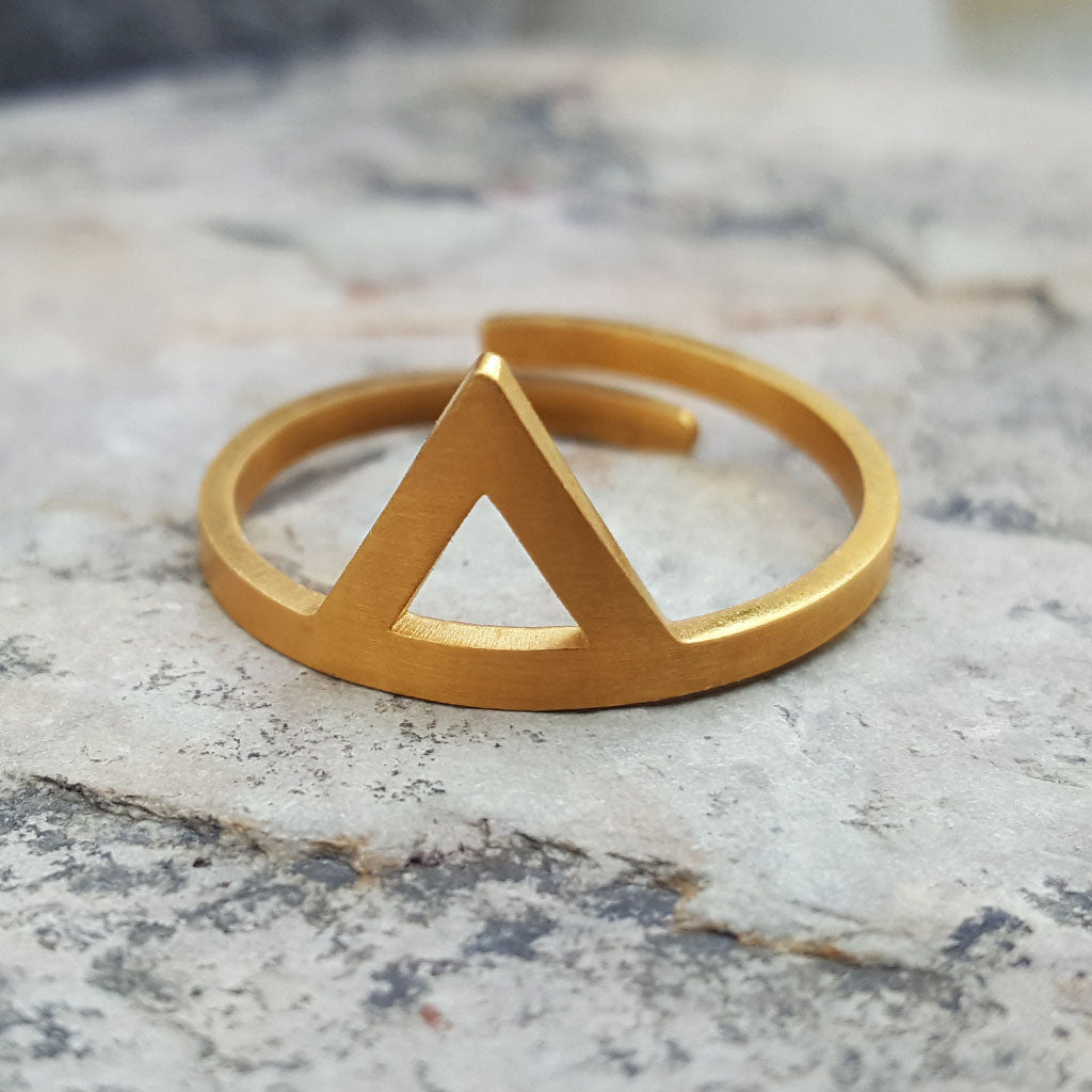 SARAH TRIANGLE ADJUSTABLE GOLD RING