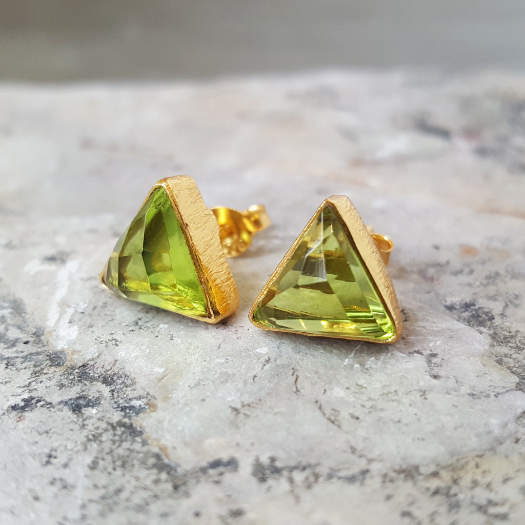 ARROW PERIDOT GOLD STUD EARRINGS