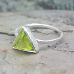 ARROW PERIDOT SILVER RING