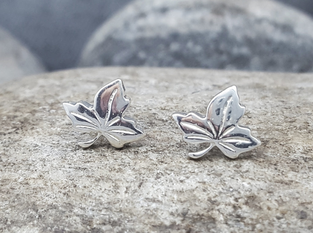 MAPLE LEAVES SILVER STUD EARRINGS