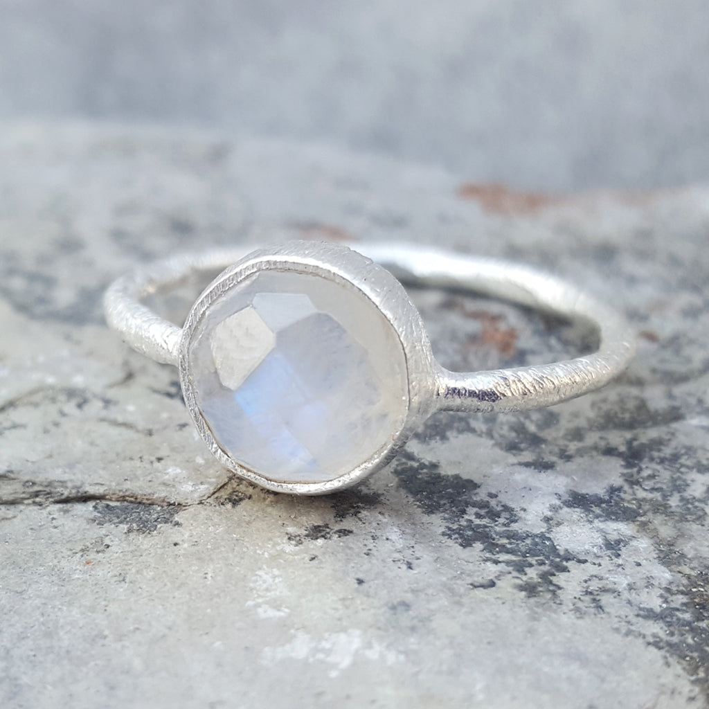 ROSES MOONSTONE SILVER RING