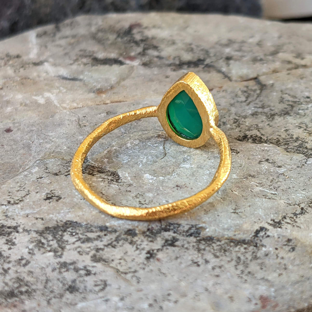 GREEN ONYX GOTA DE ORO GOLD RING