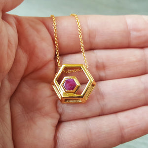 ROCK HEXAGON GOLD RUBY CHAIN NECKLACE