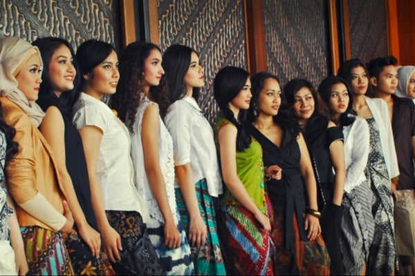 Jakarta's Youth : Brains & Beauty - Fashion Show Modelled by University Students