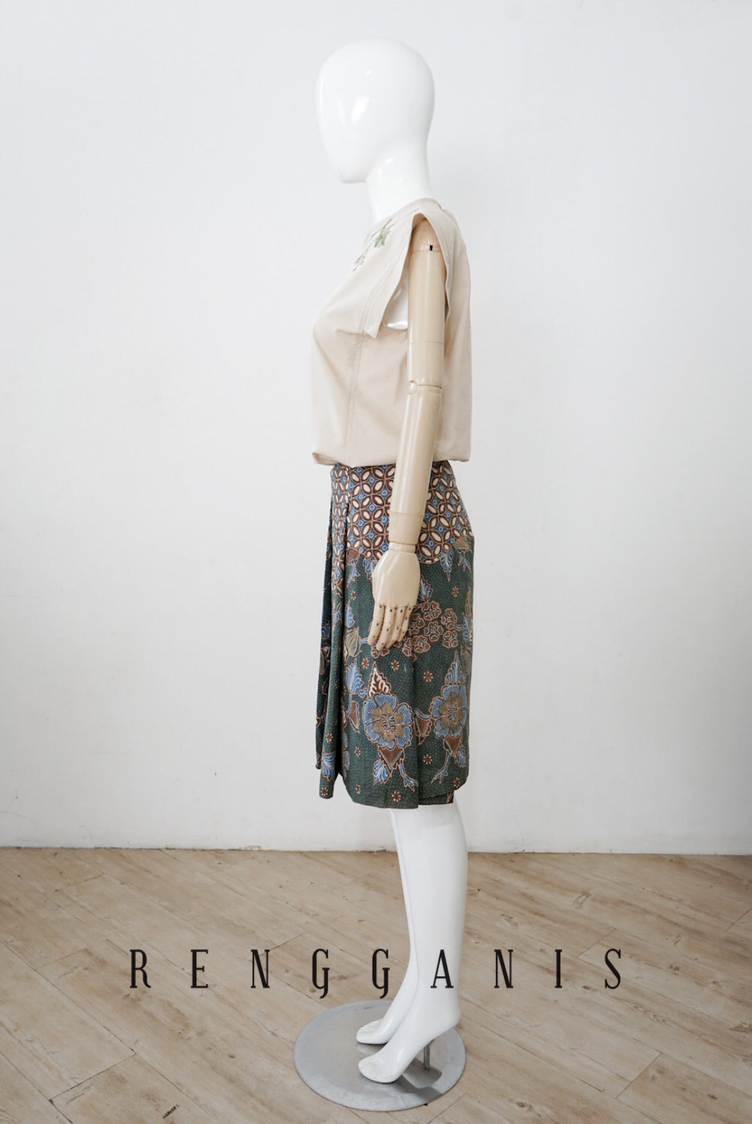 Uncut Batik Short Pleated Skirt