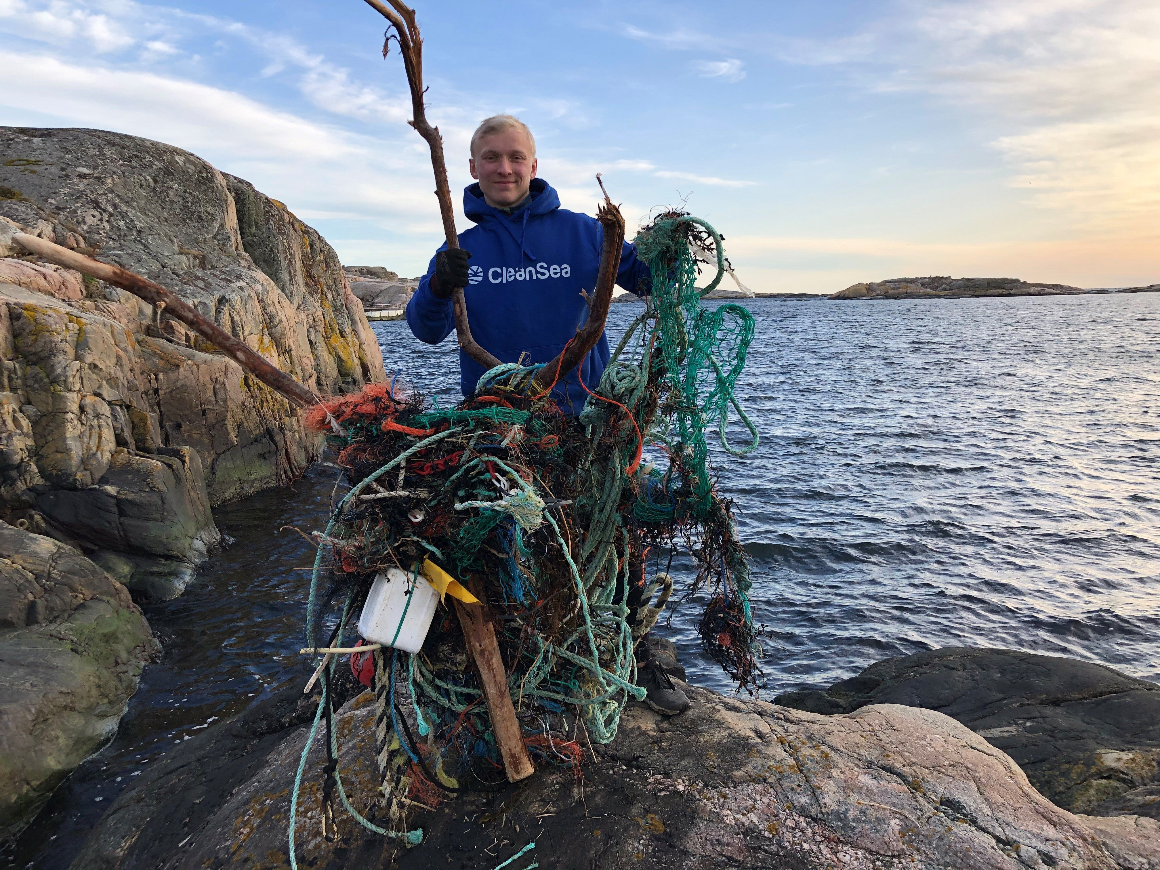 CleanSea removing fishing gear from the ocean, Bohuslän