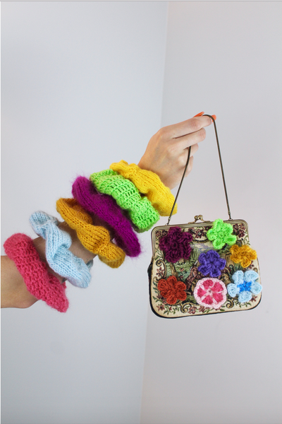 """TUTTI FRUTTI A L'HEURE"" Chubby Scrunchie hand-knit with recycled yarn"
