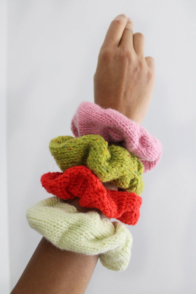 CHUBBY SCRUNCHIE hand-knit with recycled yarn