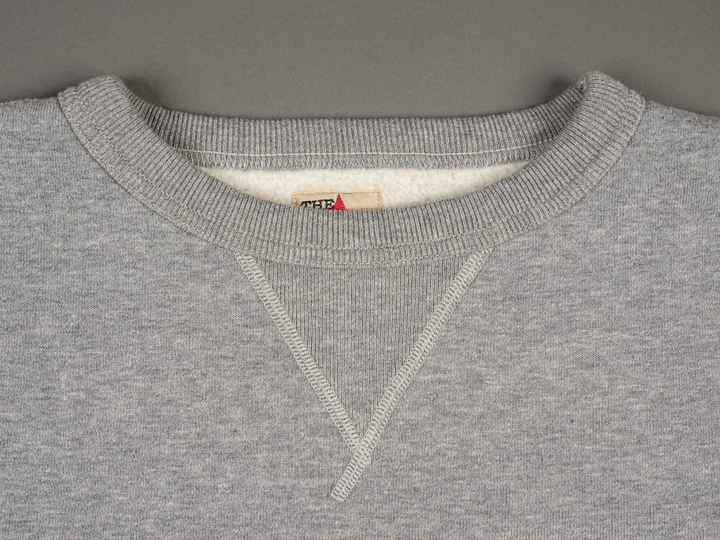 The Strike Gold Loopwheeled Sweatshirt Gray neck