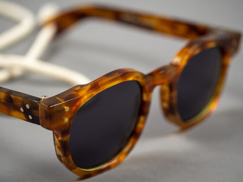 Tender moc turtle sunglasses slimmer flat top