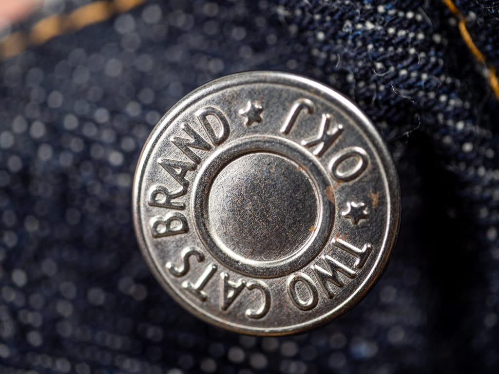 customized button of TCB 50´s japanese denim Jeans