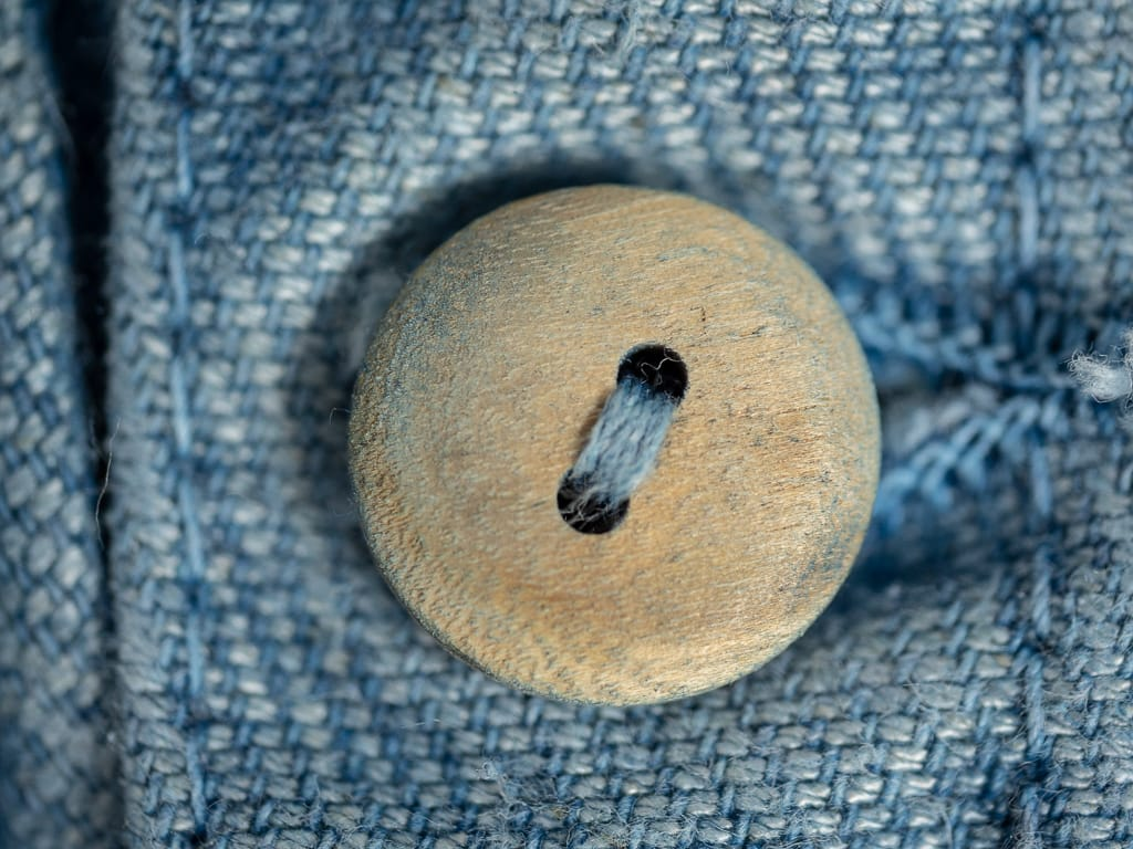 Tender Prussian Blue Dye Jacket natural olive wood button