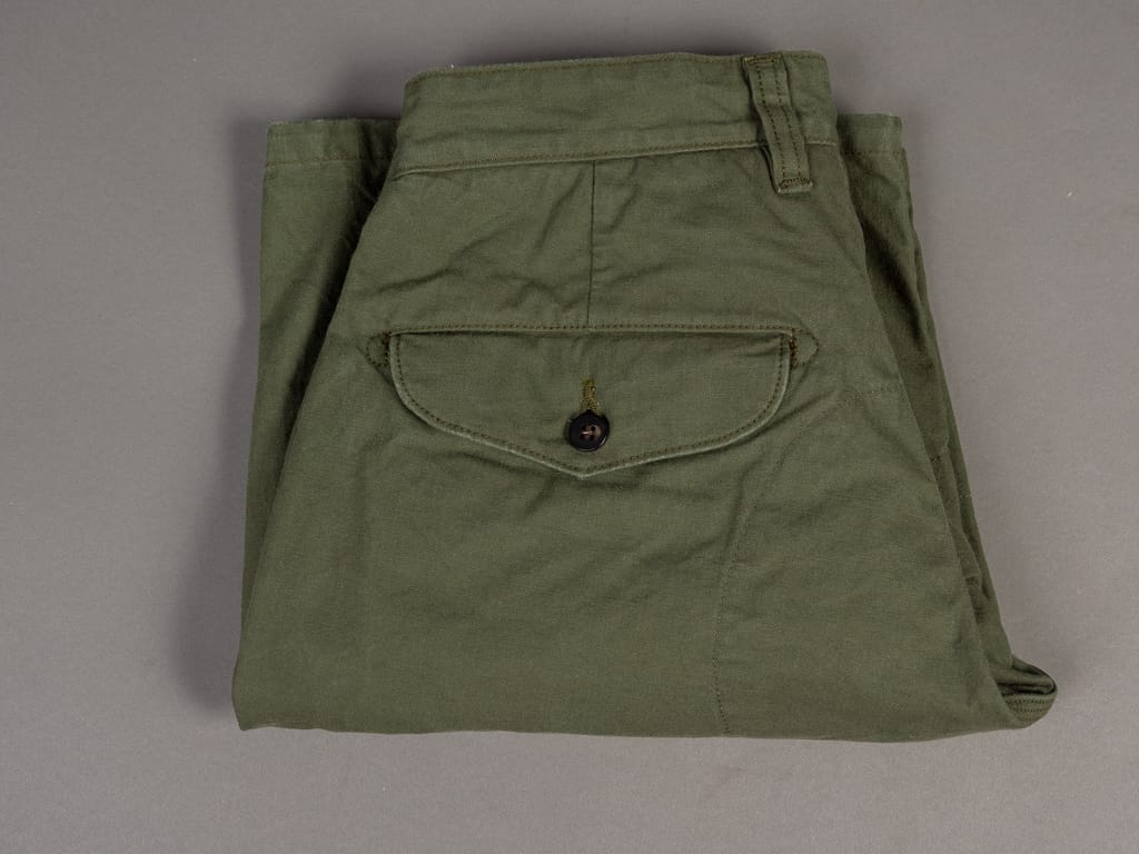UES Duck Short Pants green fold