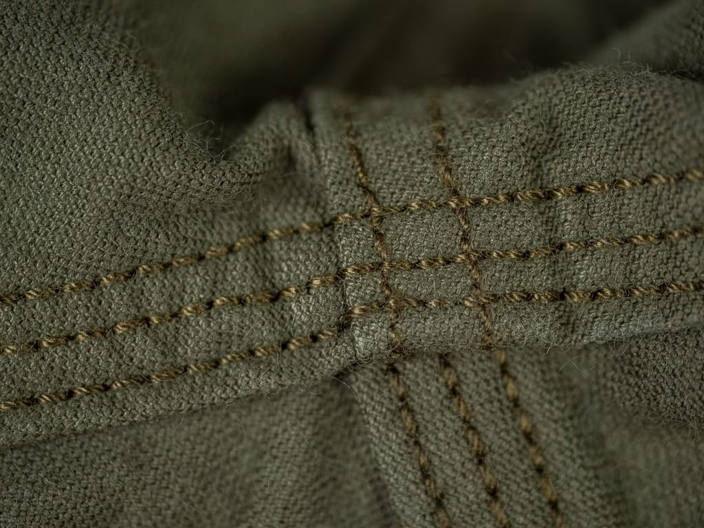 UES Duck Short Pants green stitching detail