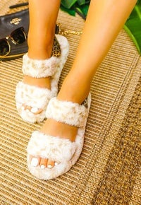 ignignia Furry Strap Slippers