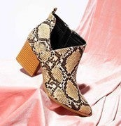 Igsignia Snakeskin Shoes Booties