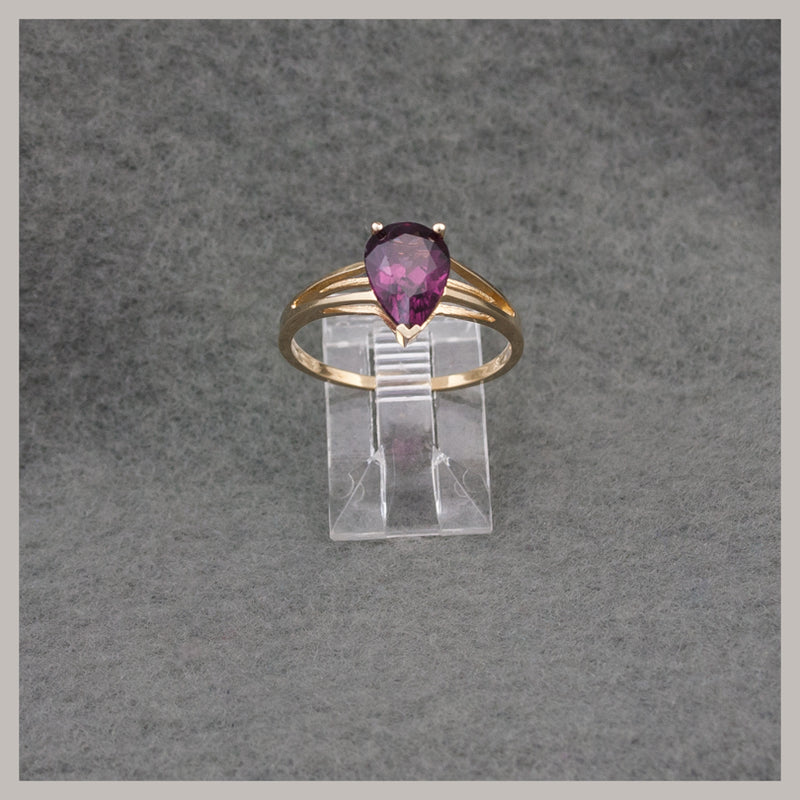 Pear-Shaped Garnet and Gold Ring