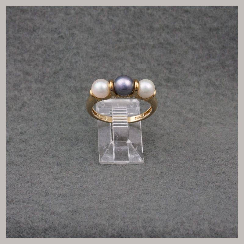 White and Gray Gold Pearl Ring