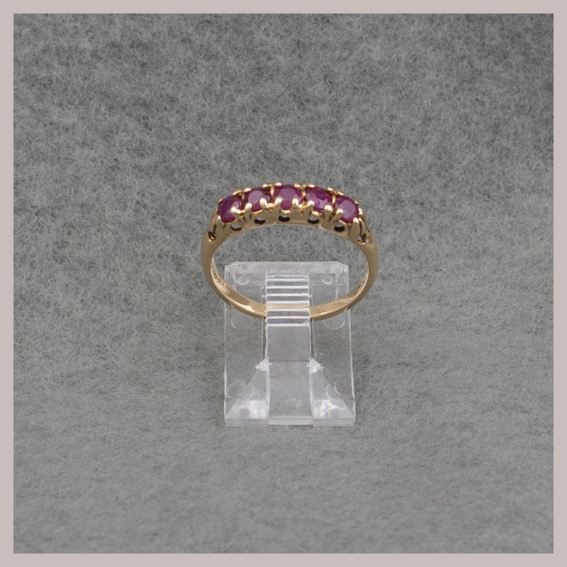 Round Ruby Gold Ring