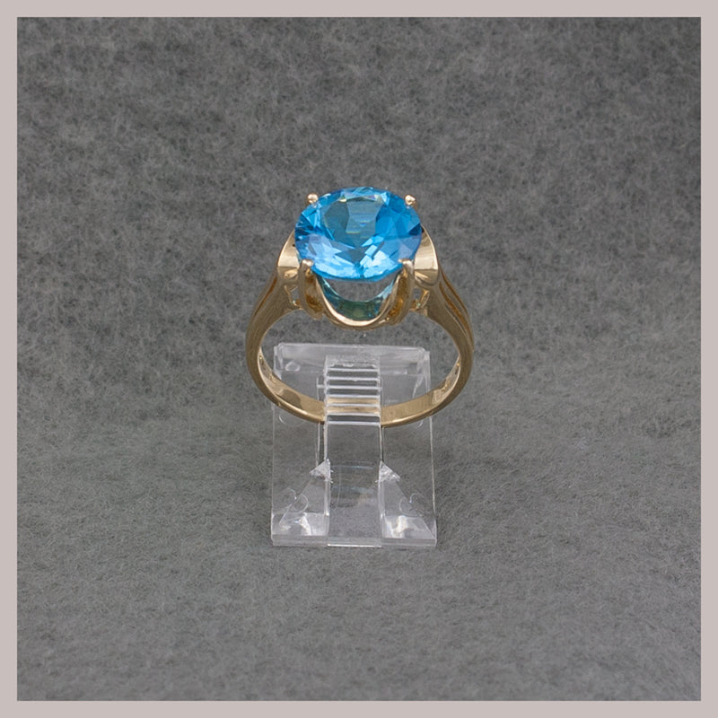 Round Topaz Gold Ring