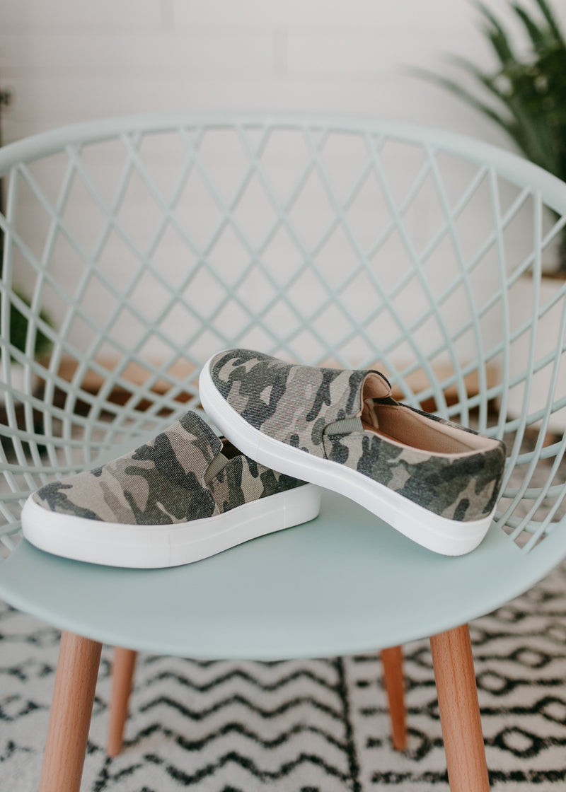 Elias - Camo Canvas Slide Sneaker