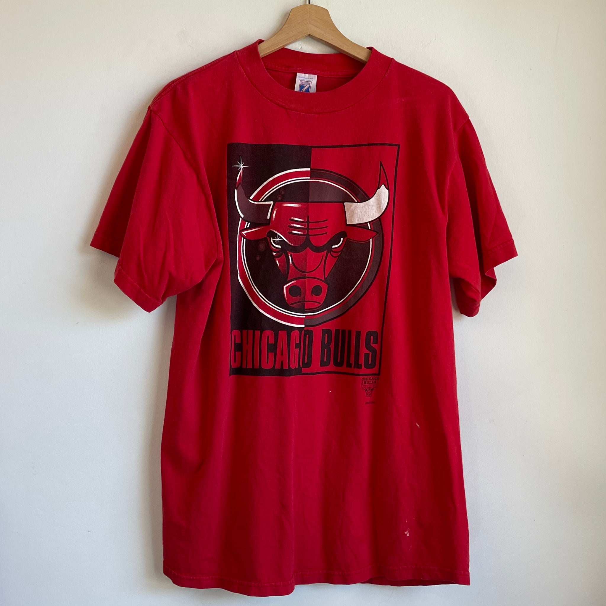 Logo 7 Chicago Bulls Red Tee Shirt