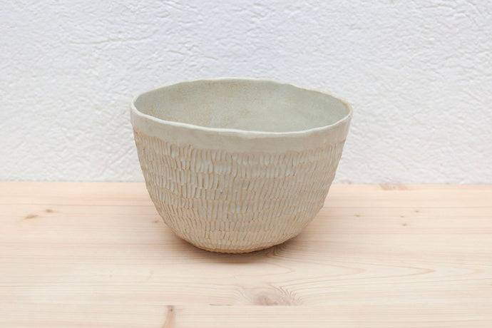 TEXTURED SALAD BOWL