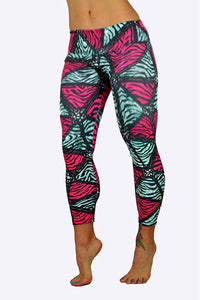 Barbwire print capris made in Columbia with 100% Supplex material. They are fully breathable, moisture wicking, Oder resistant, retain shape, drys faster than cotton. One size fits most.