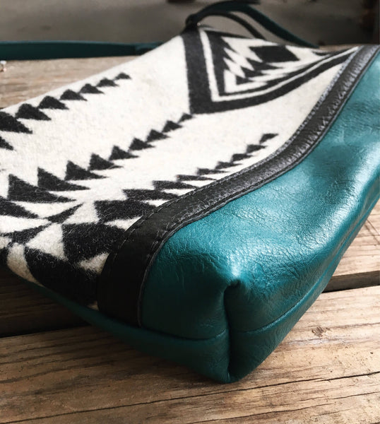 Blanco Verde - Handcrafted Leather and Wool Bag