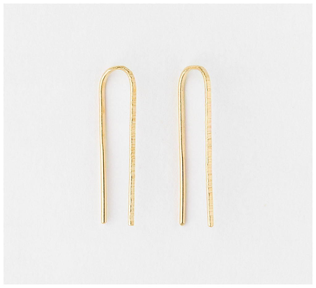 Abby Seymour – Linear Bar Gold Earring