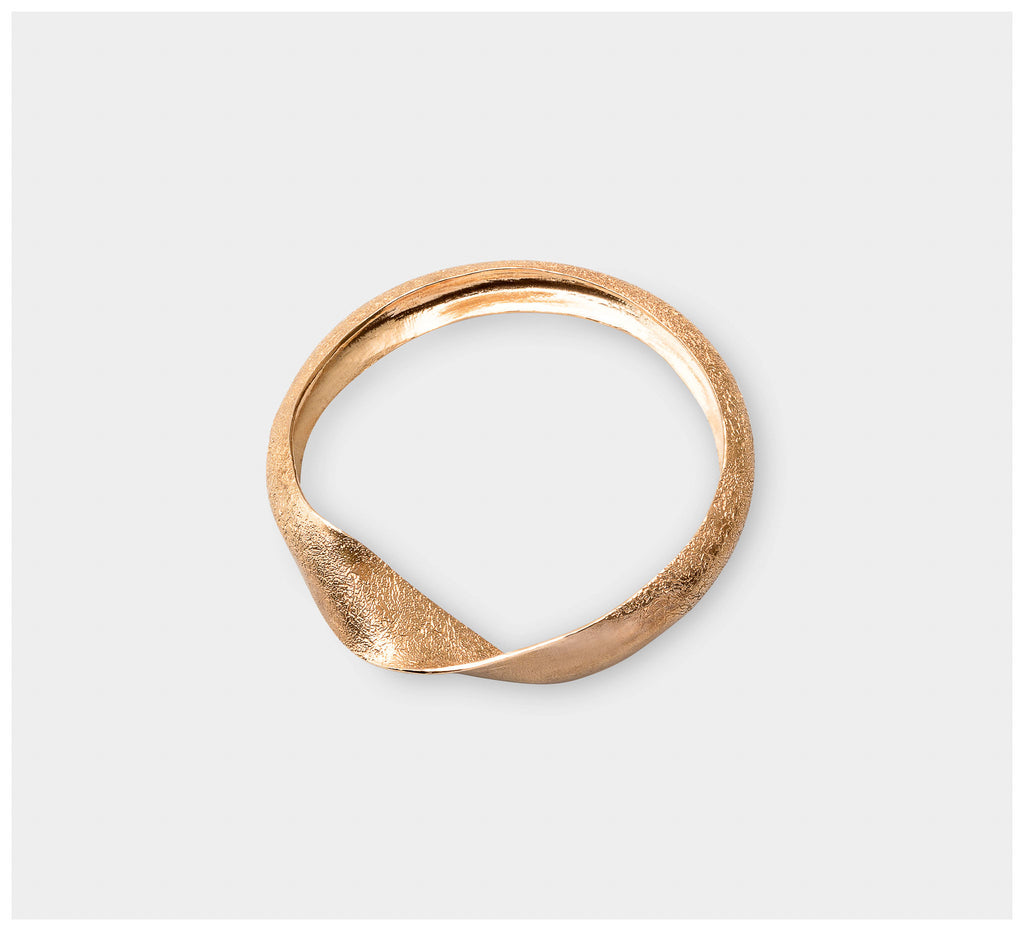 Abby Seymour – Dune Brass Bangle