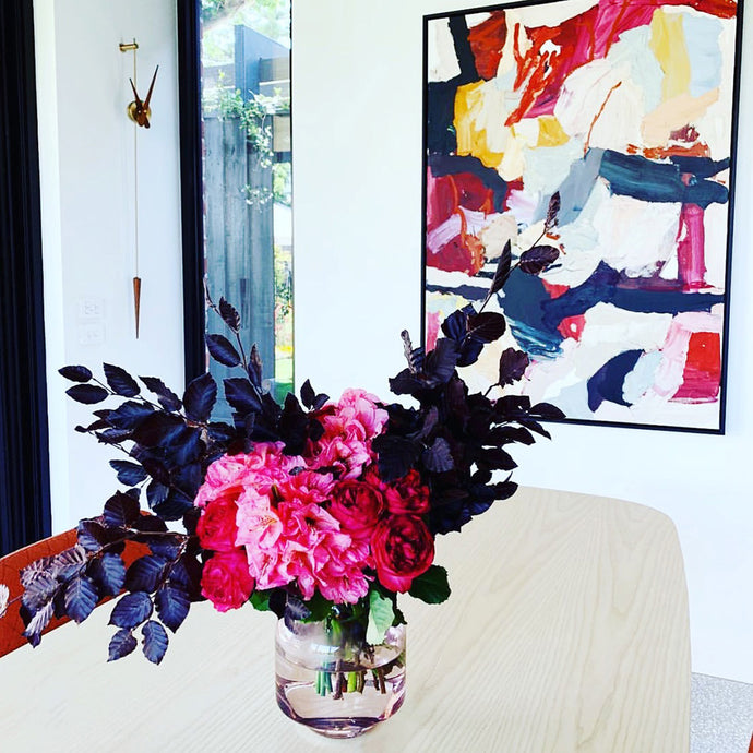 How to Choose Flowers that Complement Your Home Décor