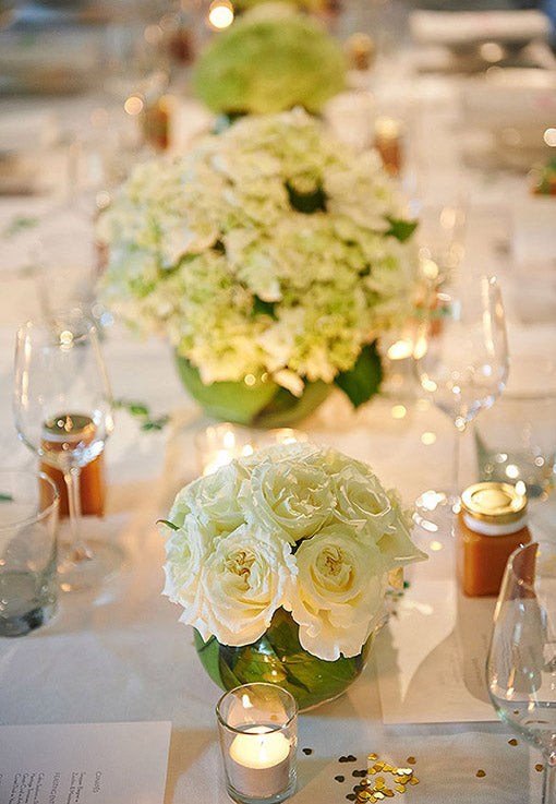 White wedding flowers table setting