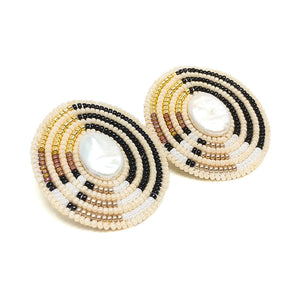 Oval Direction Freshwater Pearl Earrings